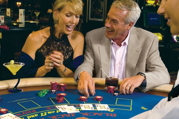 rClass-Casino-Couple